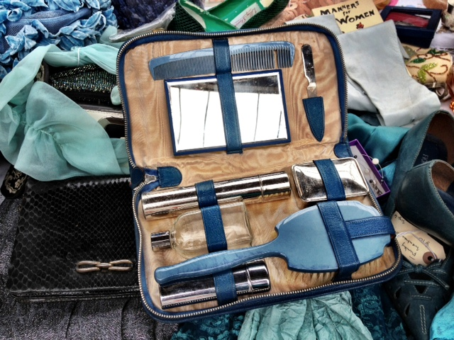 Vintage travel grooming set