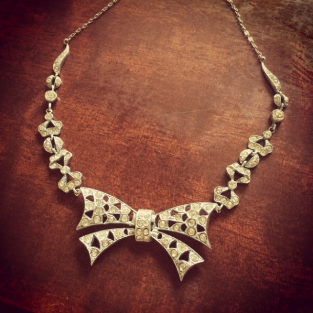 costume necklace, 1940s bow
